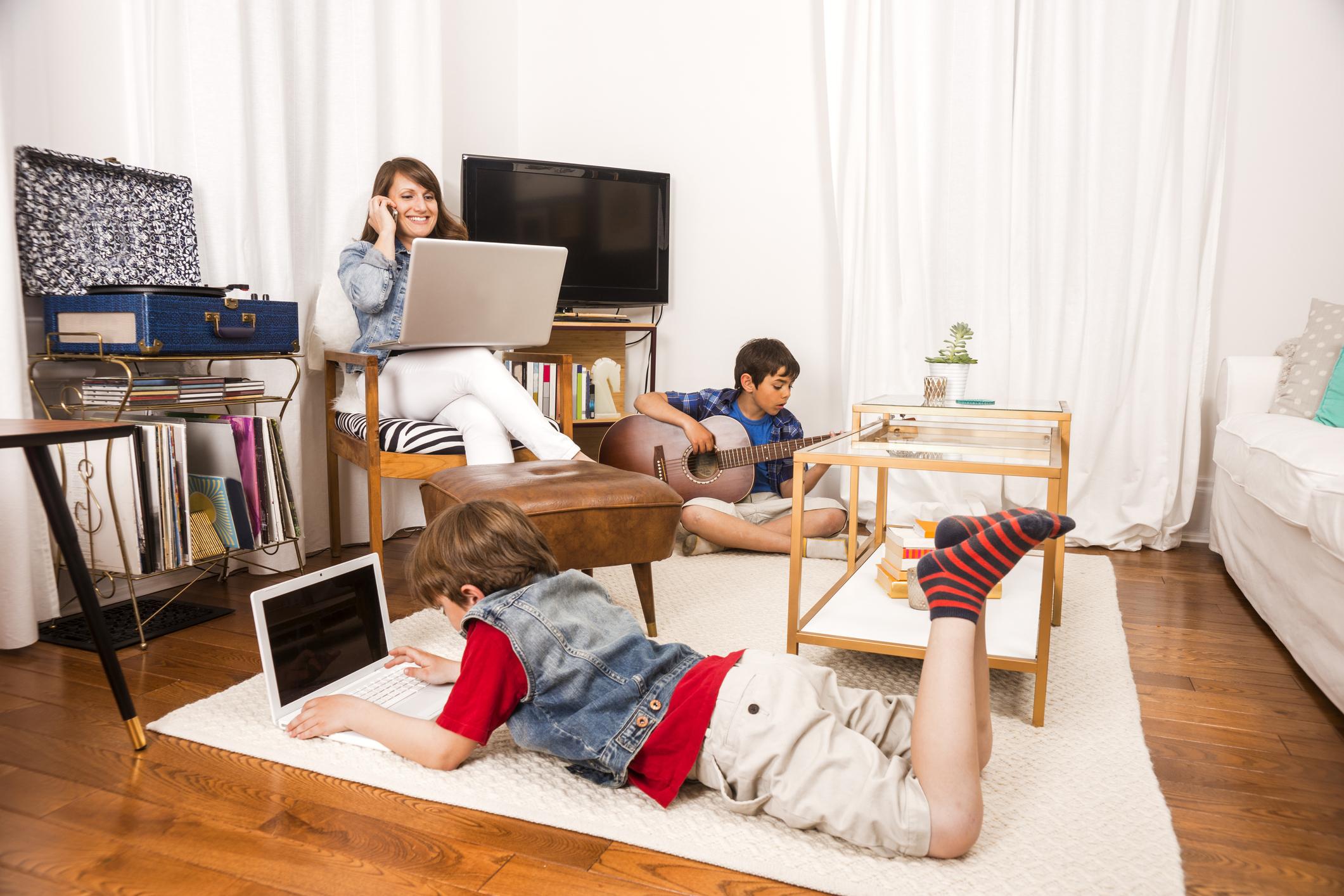 Parent et télétravailleur en confinement : comment trouver le bon équilibre?